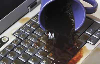 laptop-bi-vo-nuoc-sua-o-dau-tp-hcm-2